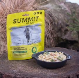 Summit to Eat Salmon and Broccoli Pasta - Maaltijd