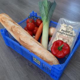 Pittige tomatensoep met ravioli en stokbrood (vanaf 2 pers)