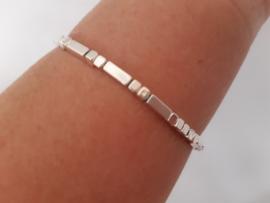 Zilverkleurige tube  armband