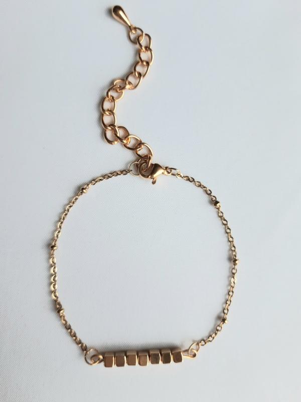Goudkleurige blokjes armband
