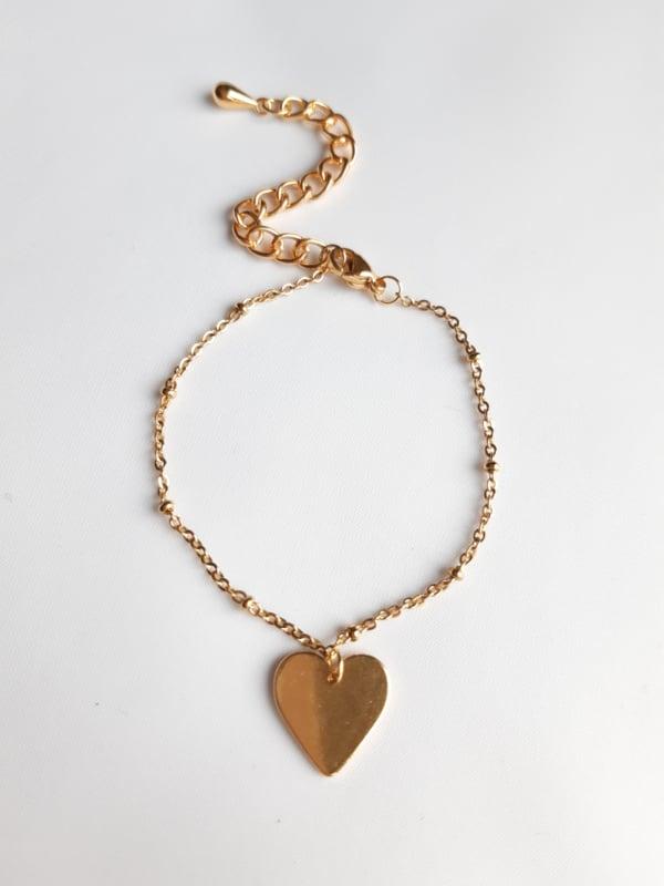 Goudkleurige armband met hartje