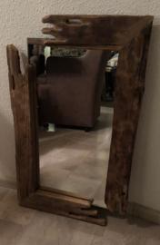Landelijk spiegel met robuust hout