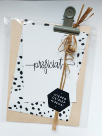 houten klembord met giftbag en proficiat wenskaart
