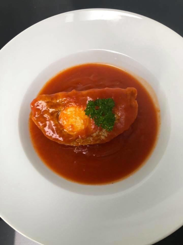 Vogelnest in tomatensaus