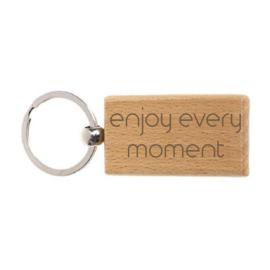 """Houten sleutelhanger """"Enjoy every moment"""""""