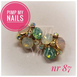 Pimp My Nails 087 3 stenen rond melkwit/melkroze/melkgroen met kleine steentjes