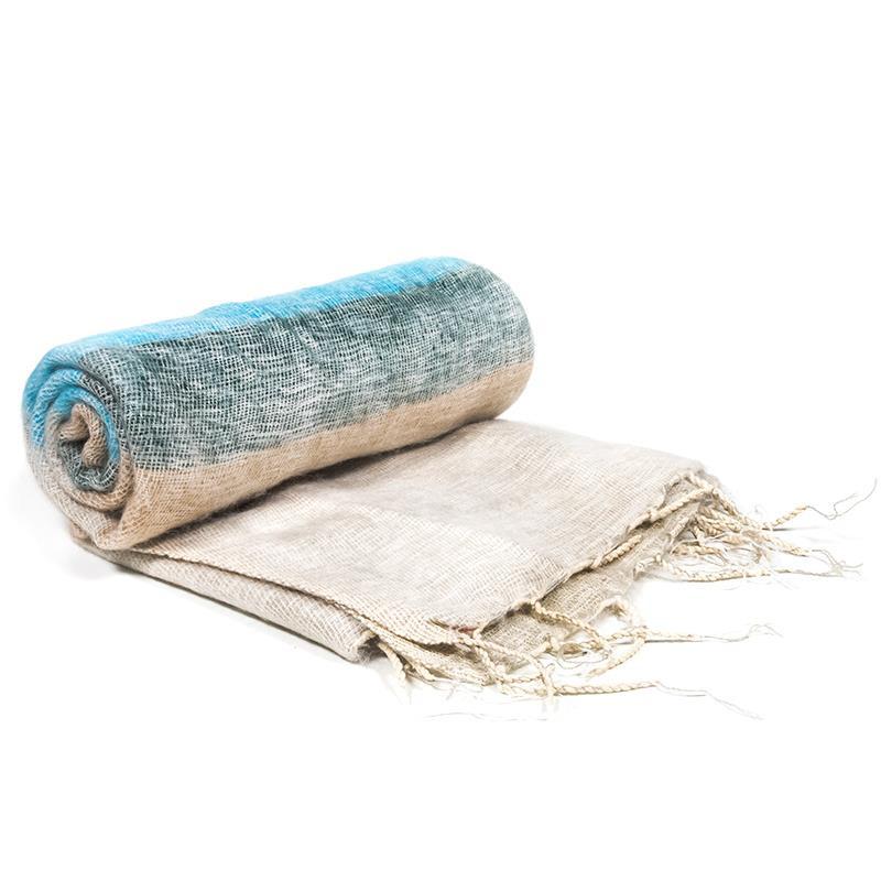 Grote meditatie omslagdoek in crème met pastel roze, grijze, beige en blauwe strepen.