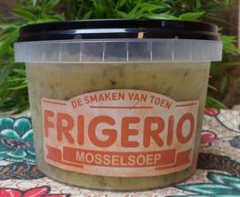Mosselsoep in romige escarienne-kruidensaus