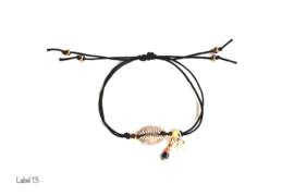 Kauri schelp armband grijs met bedel