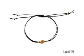 Armband zwart met munt en gouden details