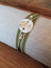 Mella Armband met porseleinen element  Bloemenreliëf groen