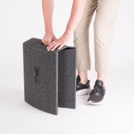 Take o Seat  de praktische draagbare opvouw kruk made by Kretho