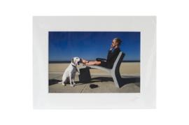 Gesigneerde CANDID print: Vrouw met hond