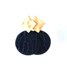 Oorbellen met hanger blauw leer en oorsteker goldplated