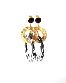 Oorbellen resin zwart/wit en ring goud