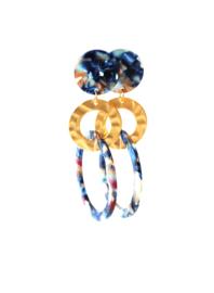 Oorbellen resin blauw met ring goud