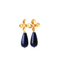 Oorbellen oorsteker bloem en druppel lapis lazuli