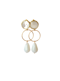 Oorbellen met cat eye oorsteker, ring goldplated en druppel crystal wit