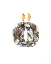 Oorbellen hanger resin bruin/parelmoer en oorsteker goldplated