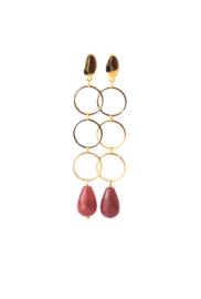 Oorbellen met 3 ringen goldplated of rhodium 9zilverkleur) en strawberry quartz