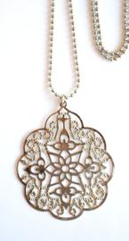 Ketting met filigrain ornament