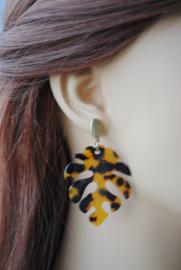 Oorbellen blad leopard print en oorsteker oud goud