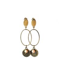 Oorbellen met ovale ring en munt oud goud en zoetwaterparel