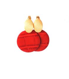 Oorbellen met hanger rood leer klein en oorsteker goldplated