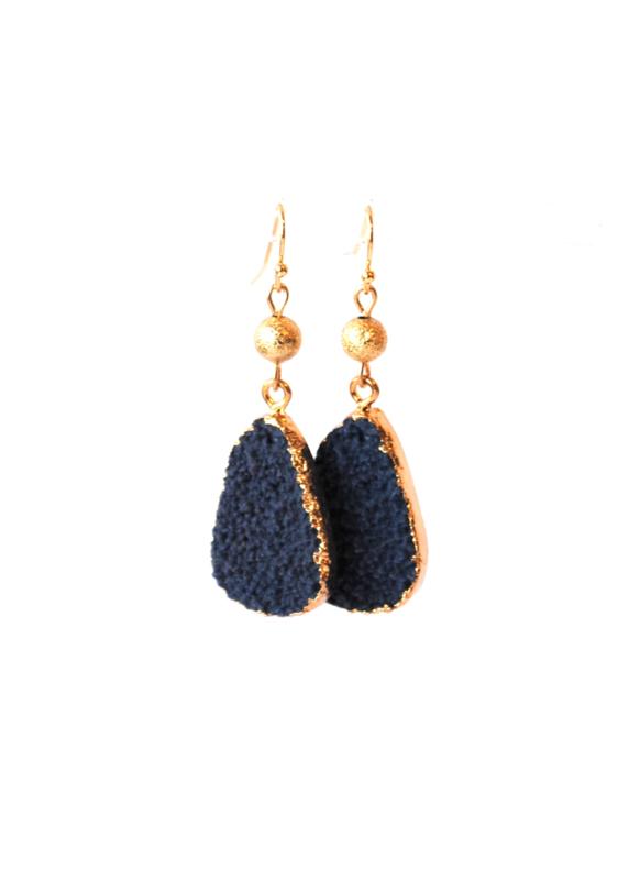 Oorbellen met resin hanger blauw/goud
