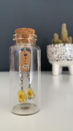 Oorbellen met echte bloemetjes | geel