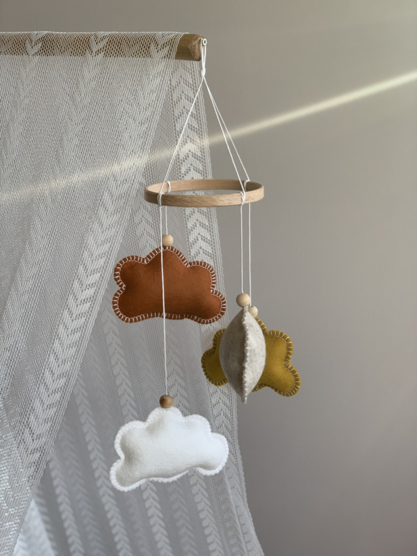 Wolkenmobile roest, oker, wit, taupe