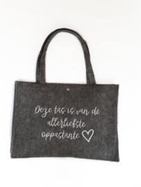Vilten tas -  deze tas is van de allerliefste oppastante met hartje