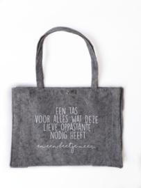 Vilten tas -  een tas voor alles wat deze lieve oppastante nodig heeft