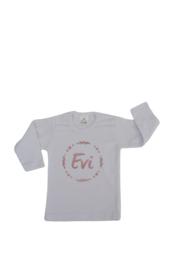 Shirtje - naam in cirkel van hartjes en blaadjes