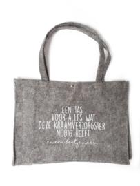 Vilten tas -  een tas voor alles wat deze kraamverzorgster nodig heeft