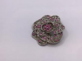 Broche met roze steentjes