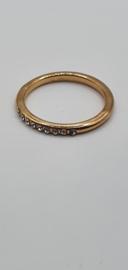 Goudkleurige ring met kristal steentjes