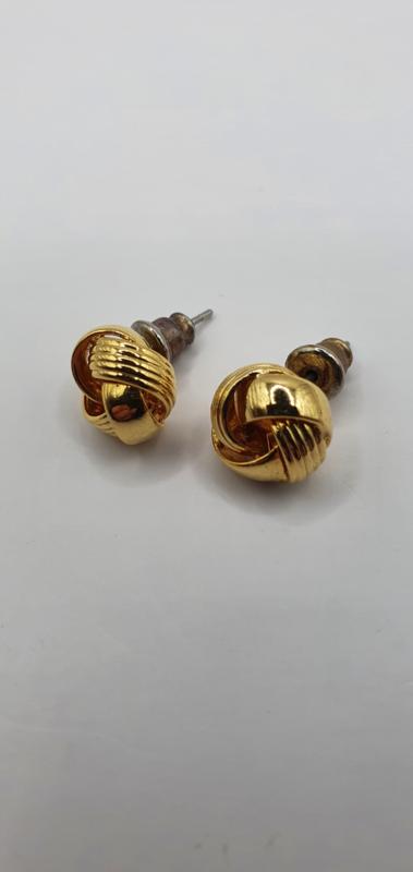Knoopje oorstekers