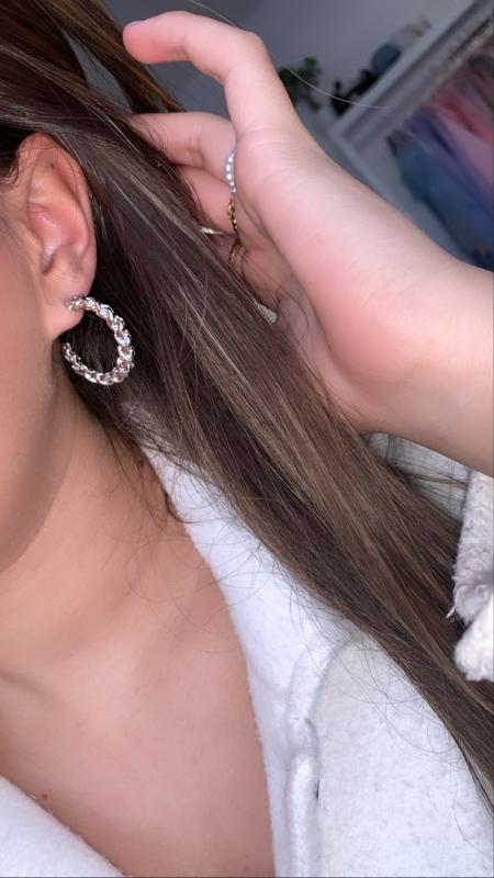Zilveren oorbellen gevlochten
