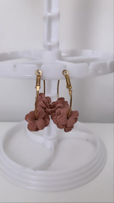 Oorbel goud met bloemetjes rosé