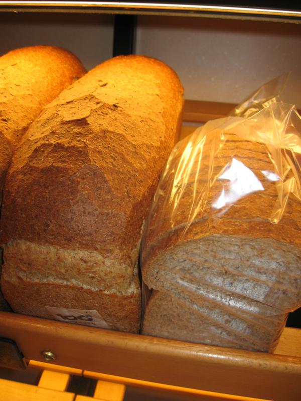 Halfje volkorenbrood gesneden