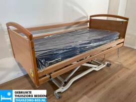 INVACARE 41A ELEKTRISCH  LAAG (28 cm LAAG)  THUISZORG-BED MET ZITFUNCTIE
