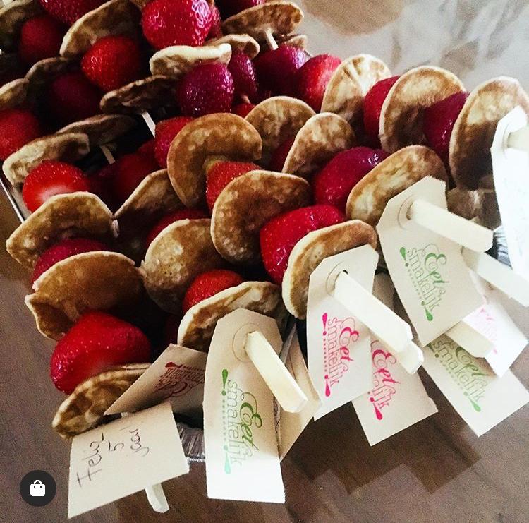 eet smakelijk, poffertjes met aardbei traktatie sinterklaas, kerstdiner school makkelijk