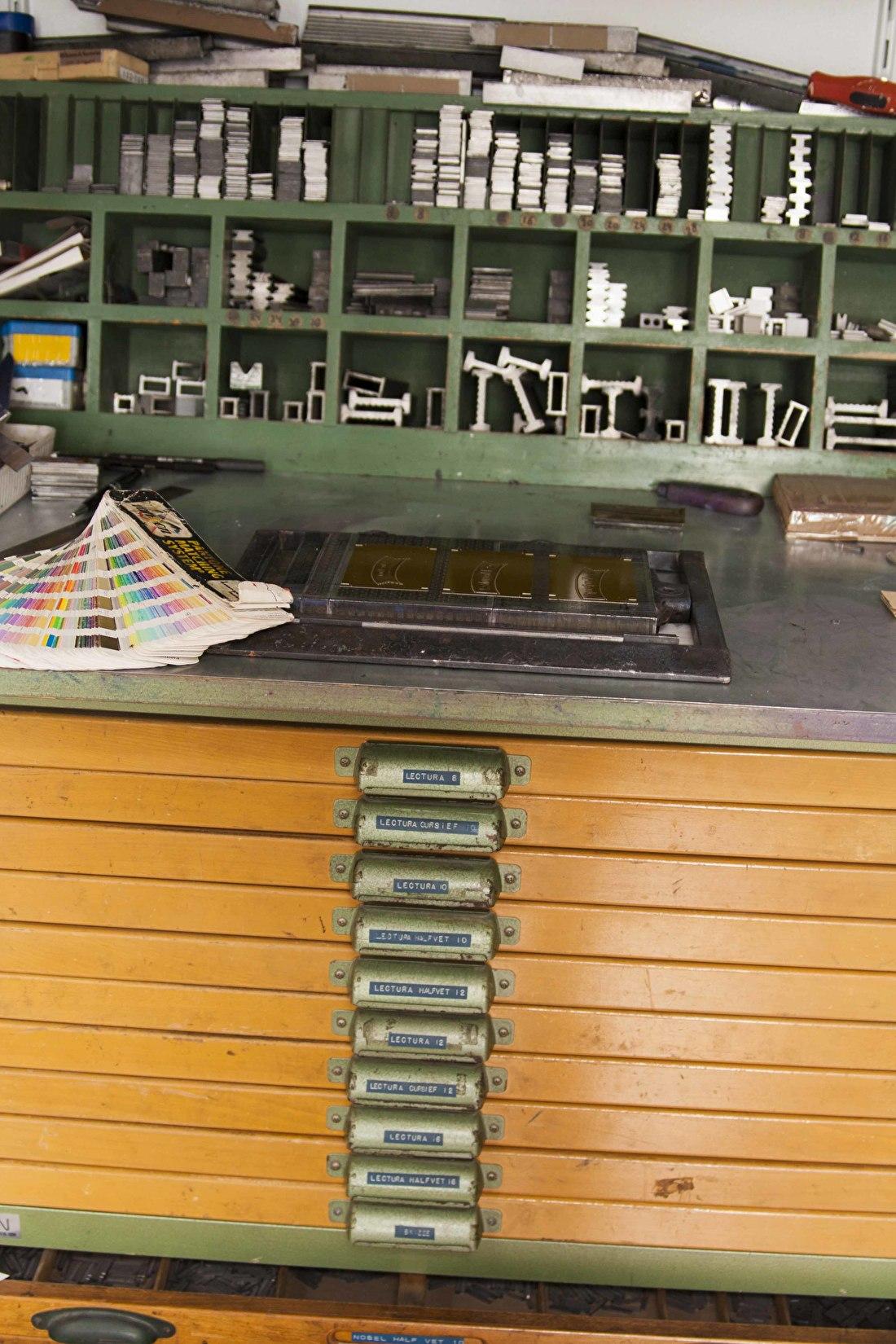 Letterkast Letterpress/ Wat is letterpress? Hoe werkt letterpress? Geboortelarten letterpress goedkoop, trouwkaarten letterprress.