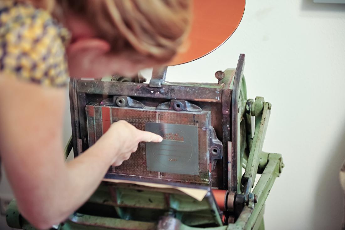 Wat is letterpress? Hoe werkt letterpress? geboortelkaartjes, trouwkaarten letterpress goedkoop
