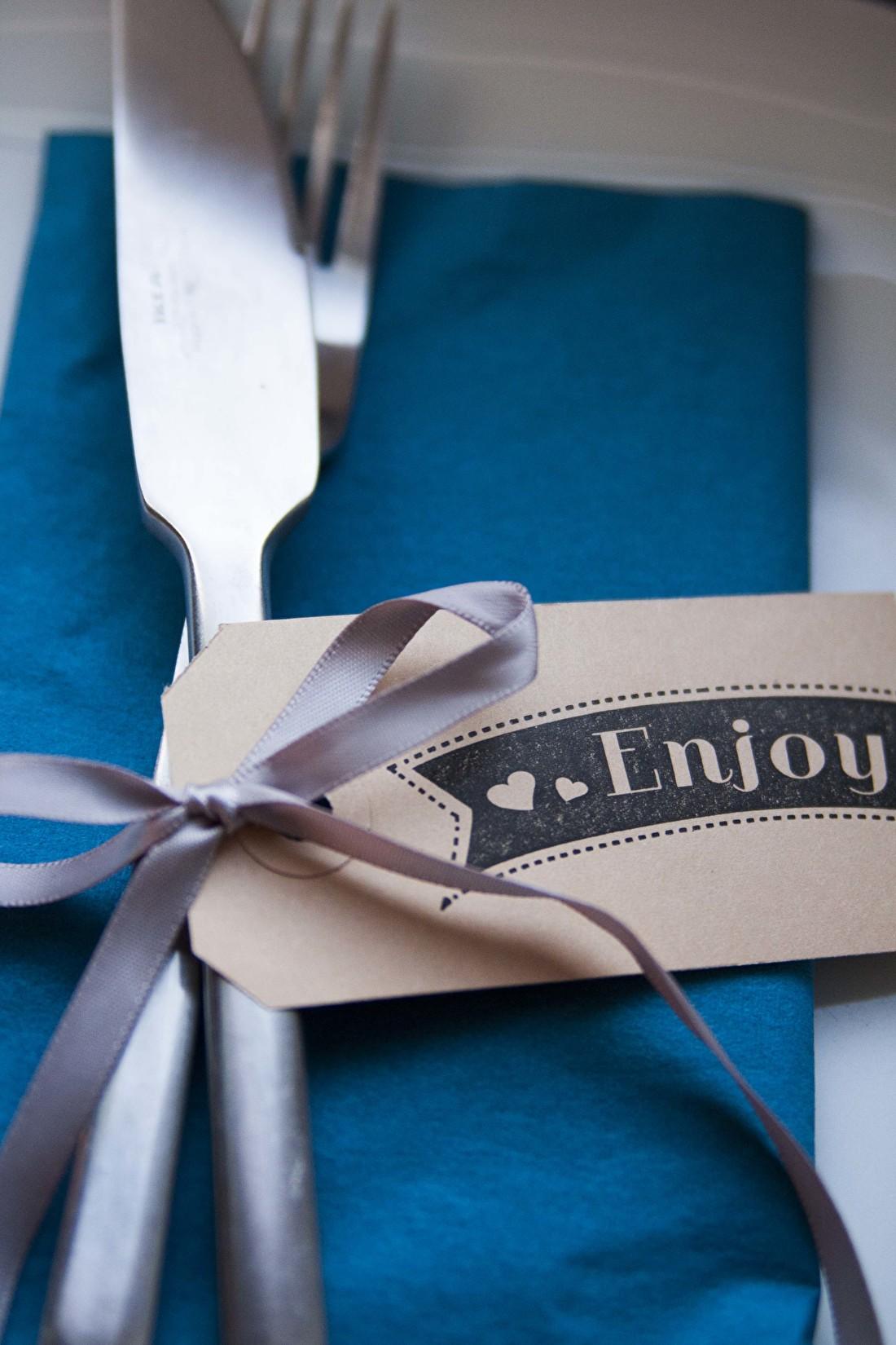 enjoy stempel diner met vrienden en familie tafelaankleding decoratie