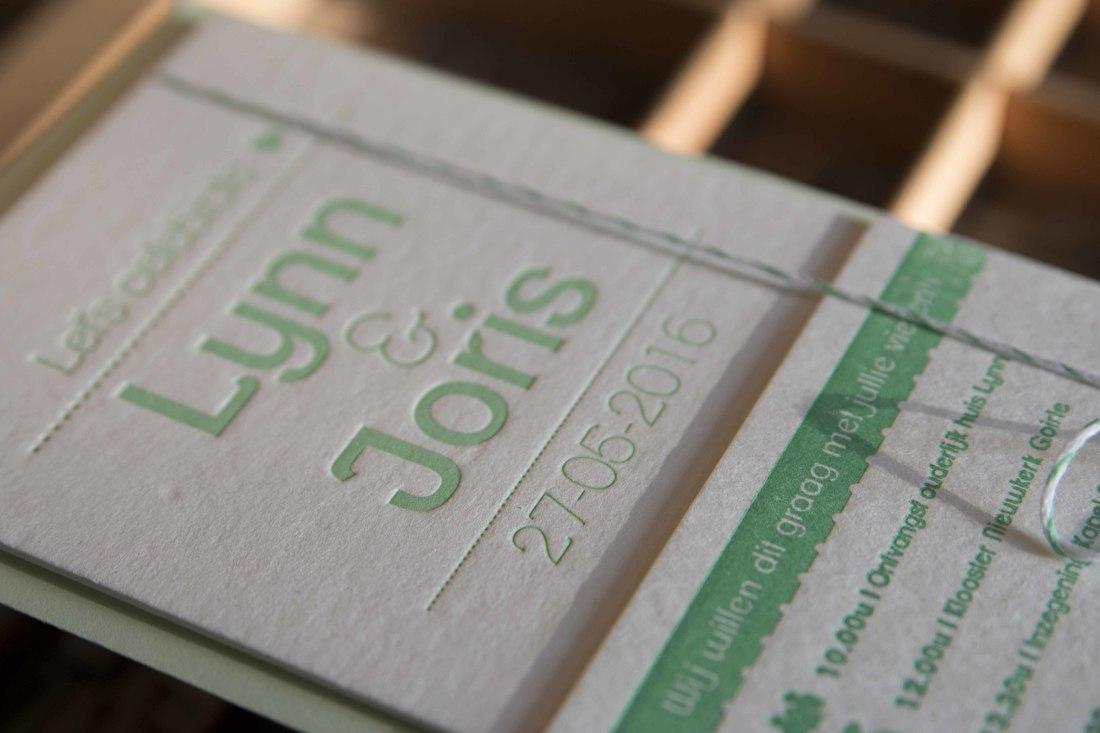 Letterpress trouwkaart, modern minimalistisch, goedkoop, wij gaan trouwen,