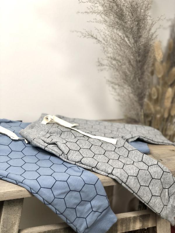 Tibot+Bodil: broekje hexagon grey