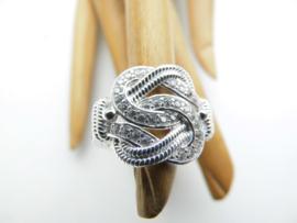Zilveren mattenklopper ring met zirkonia steentjes. (vlecht scheen)
