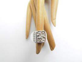 Zilveren piet-piet cachet ring.